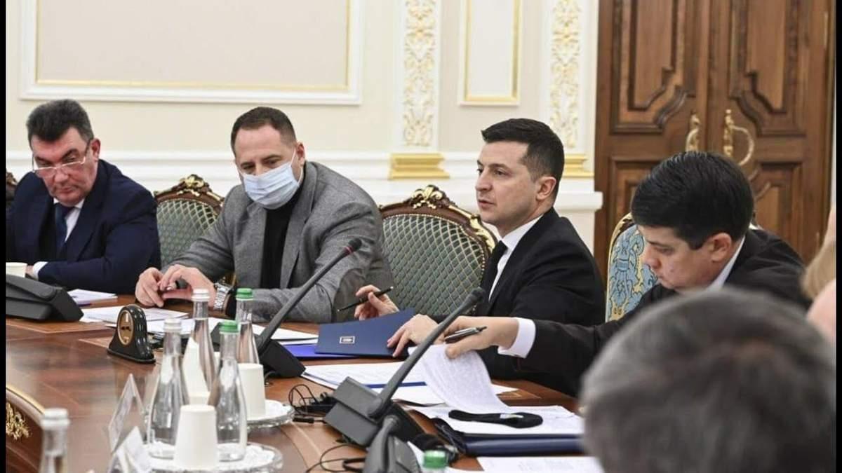 Зеленский поручил Данилову собрать заседание СНБО 20 августа 2021