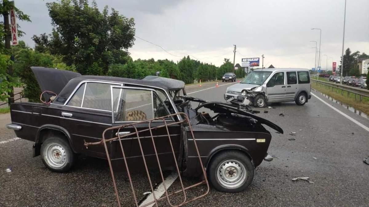 На трассе Киев – Чоп ВАЗ влетел в Ford: водитель погиб, 14-летняя девочка – в больнице