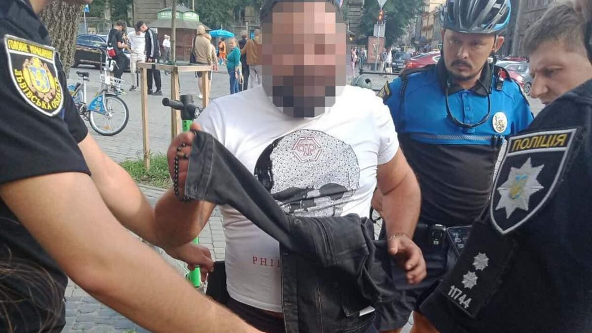 Снимал контент: львовянин устроил стрельбу в ресторане на площади Рынок