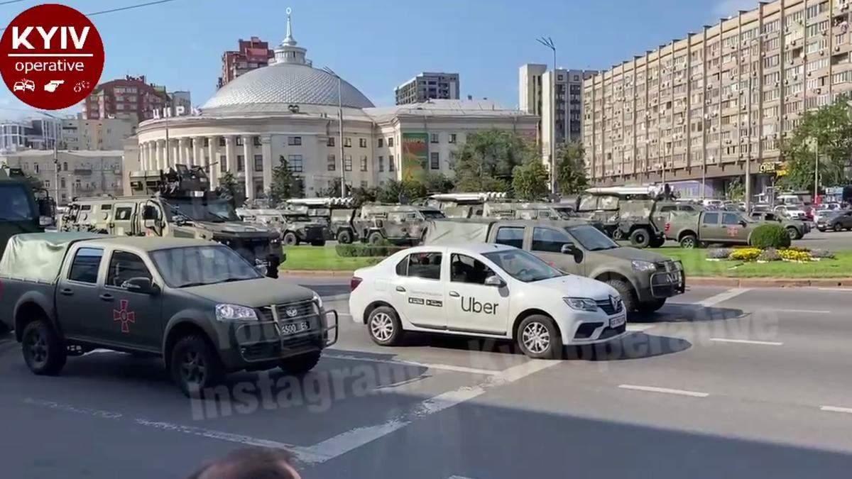 У Києві водій Uber нахабно заїхав у колону ЗСУ на перекритій вулиці - Київ