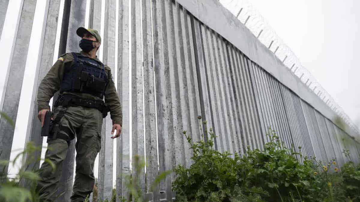 Проти мігрантів: Греція поставила огорожу з колючим дротом на кордоні з Туреччиною - 24 Канал