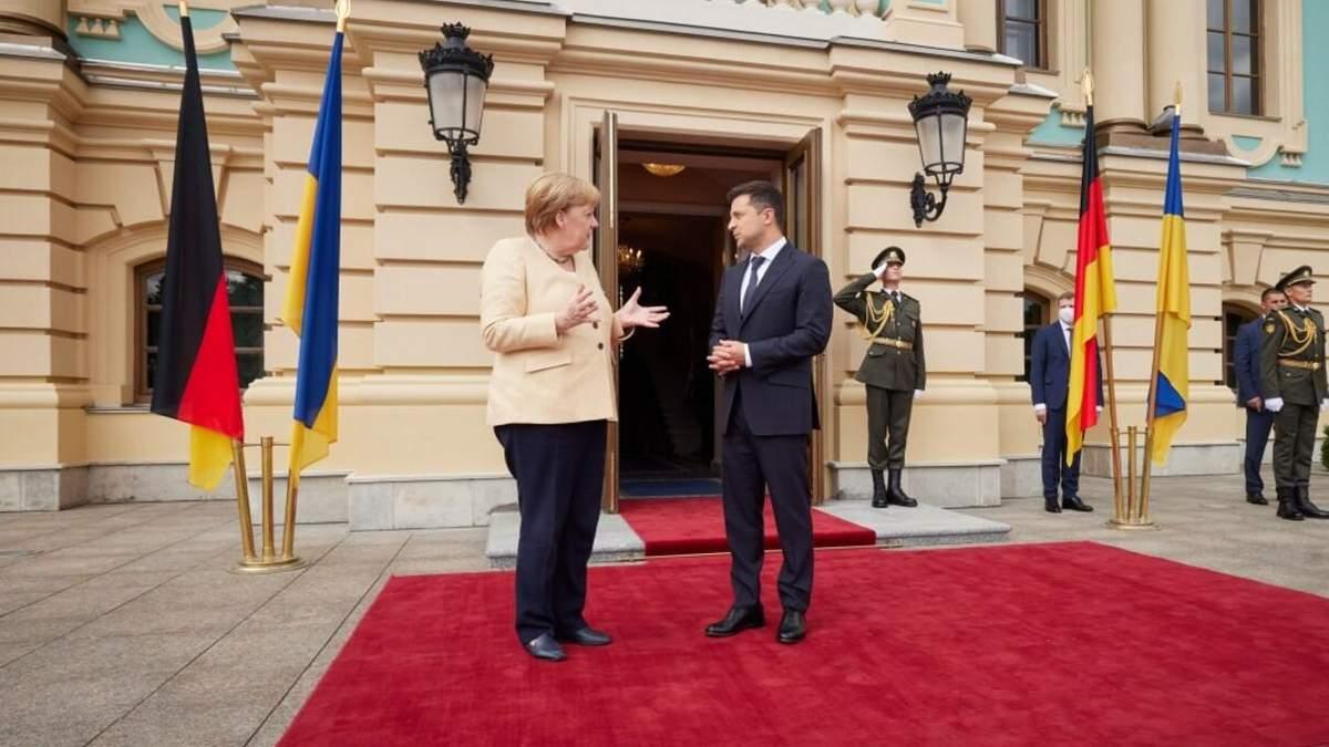 Зеленский во время встречи с Меркель не понял, кто даст Украине гарантии по газу