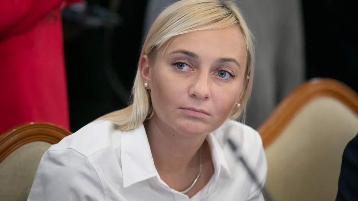 """Ментівський """"беспредел"""": чому в депутатки Устінової хочуть відібрати майно - 24 Канал"""