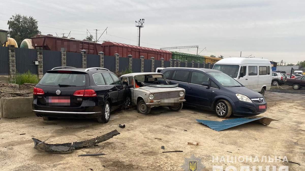 На вкраденому авто шефа: у Луцьку п'яний автомийщик влетів у паркан і розтрощив ще 2 машини - Свіжі новини Луцька - 24 Канал