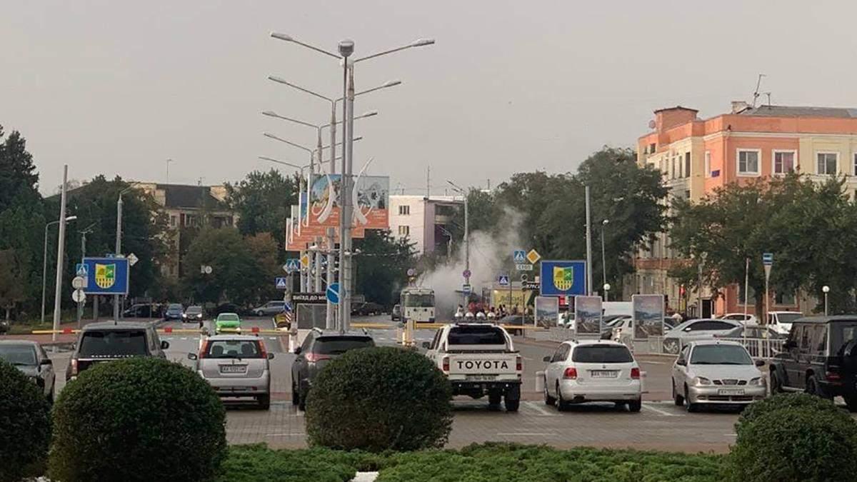 В Харькове молния попала в троллейбус и тот загорелся: видео последствий непогоды