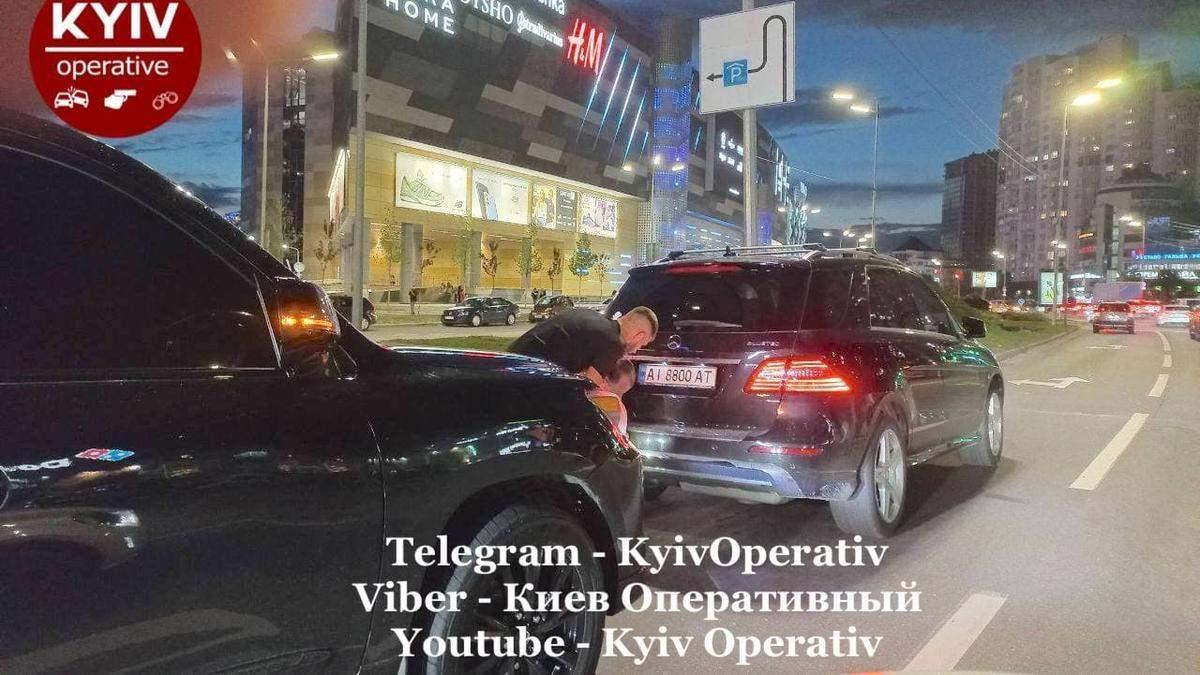 Постійно порушував правила: у Києві водій елітного Lexus влетів у Mercedes – обурливі відео - Київ