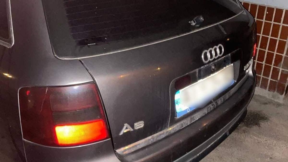 В Киеве пьяный мужчина ездил на авто с поддельным техпаспортом