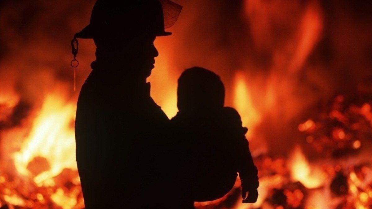Мать закрыла на ключ: в пожаре на Днепропетровщине погибли 2 ребенка