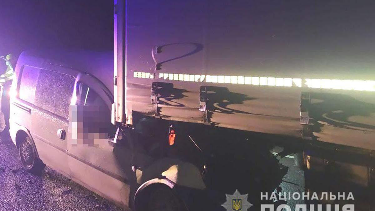 Авто полиции столкнулось с грузовиком: молодая полицейская погибла на месте