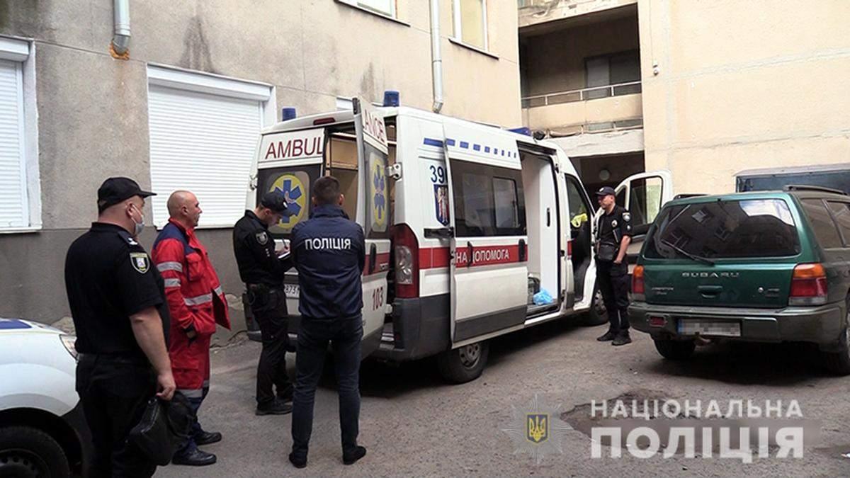 Мужчина во время застолья убил киевлянина, воткнув ему нож в ногу