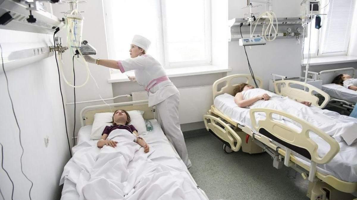 В гимназии Киева отравились почти 200 детей
