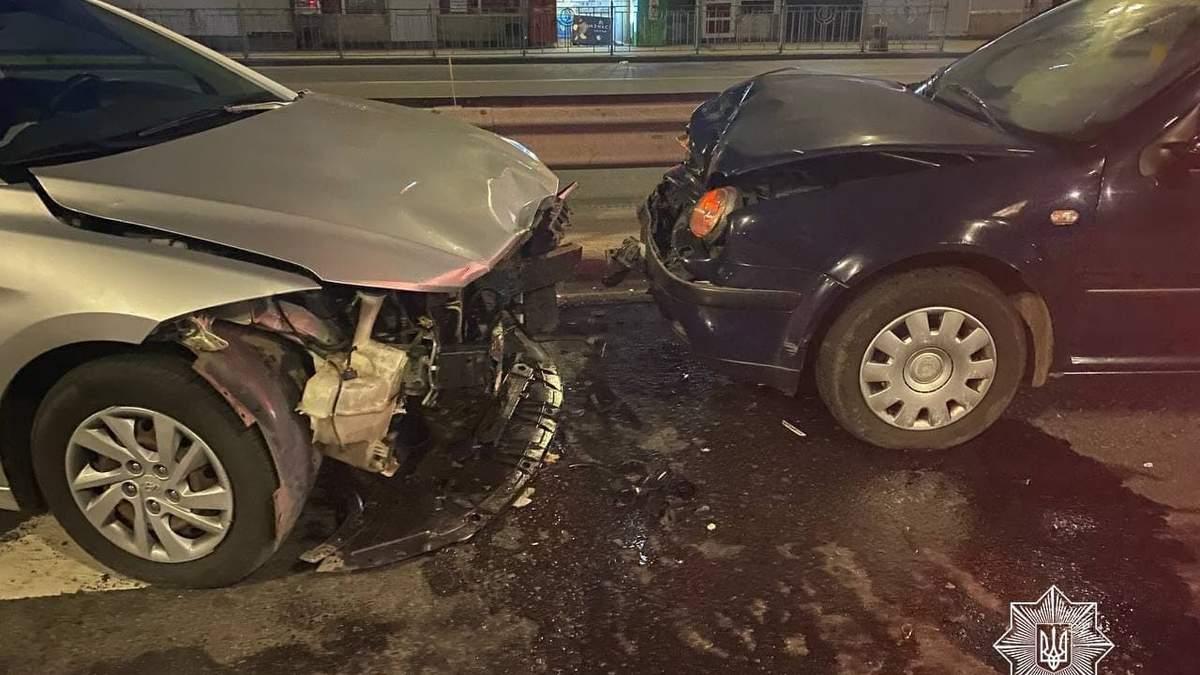 В 10 раз превысил норму: в Киеве пьяный водитель заснул за рулем и спровоцировал ДТП