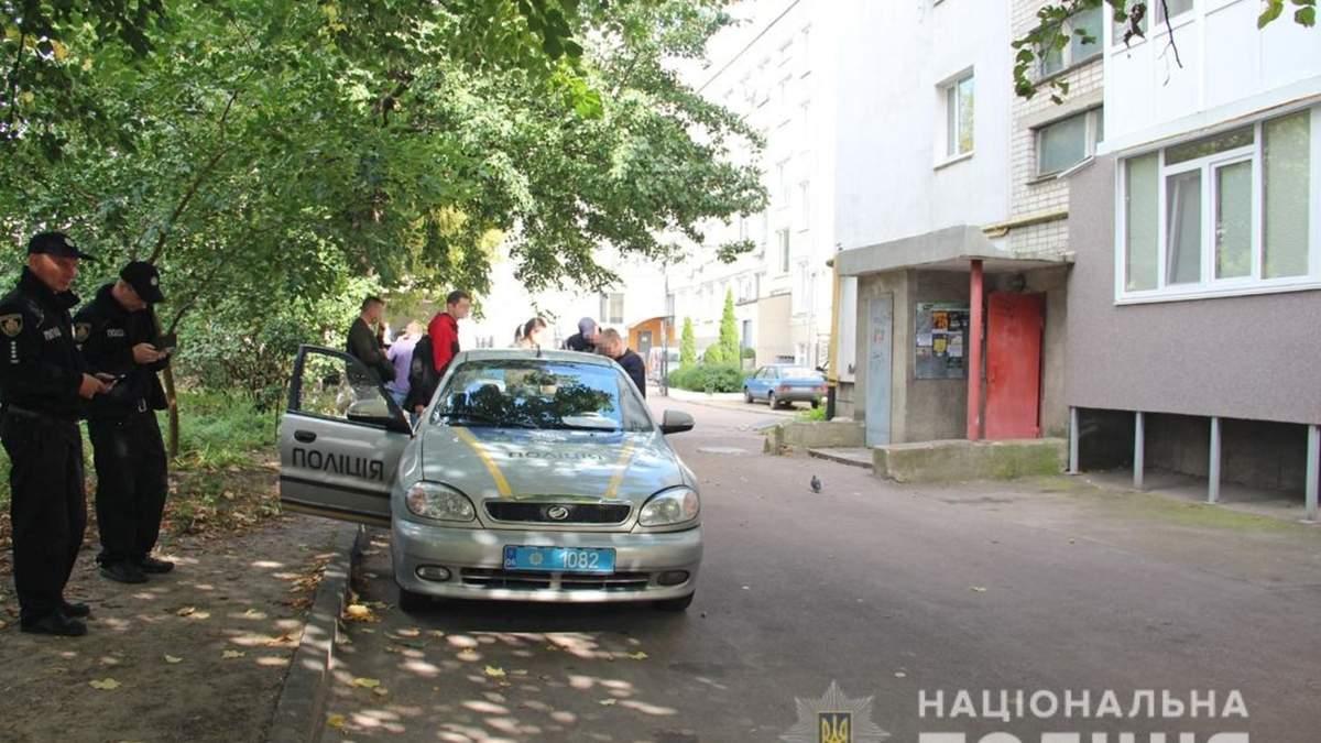 У Житомирі дівчинка-підліток загинула, захищаючи матір від злочинця: подробиці від ЗМІ - Україна новини - 24 Канал