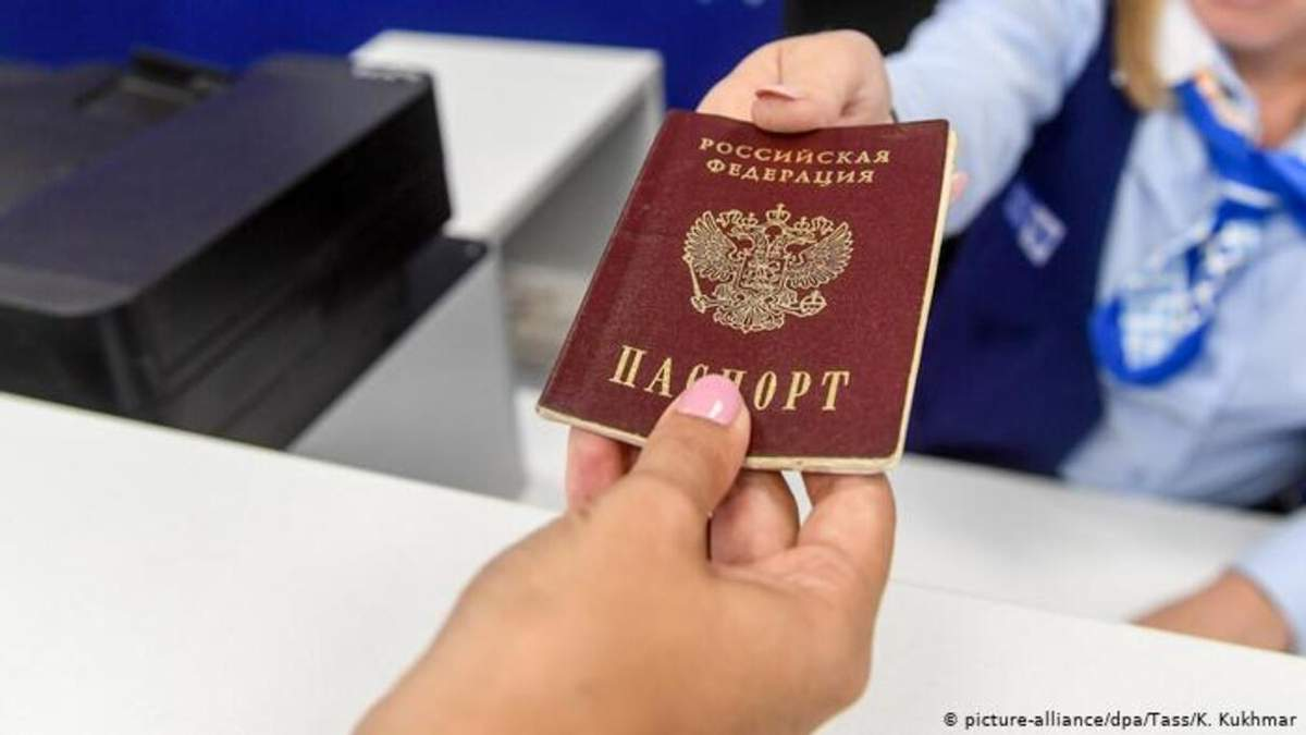 Росія хоче видати ще мільйон паспортів на Донбасі до кінця року, – правозахисники - 24 Канал