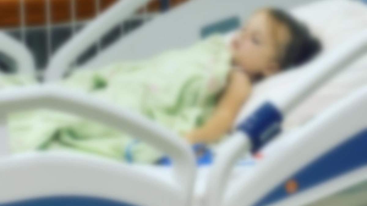 У Харкові 4-річну дівчинку прив'язували до ліжка у реанімації і не пускали до неї батьків - Новини Харкова - 24 Канал
