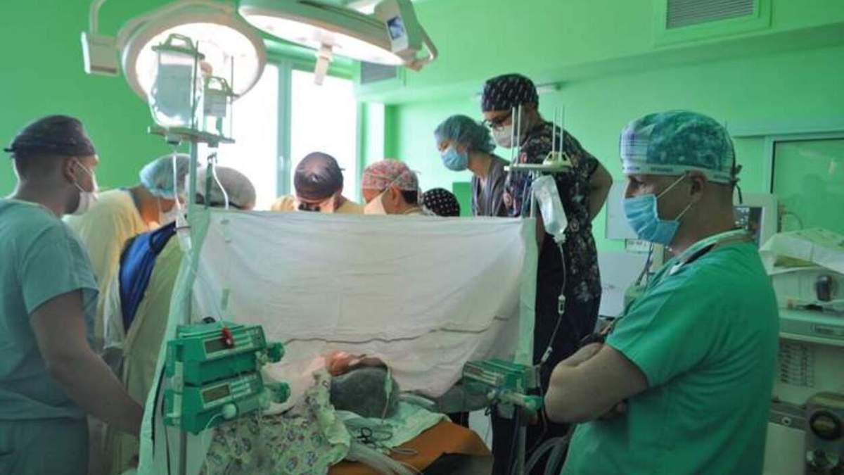 Обе почки не работали: львовские хирурги сделали успешную трансплантацию 14-летней девушке