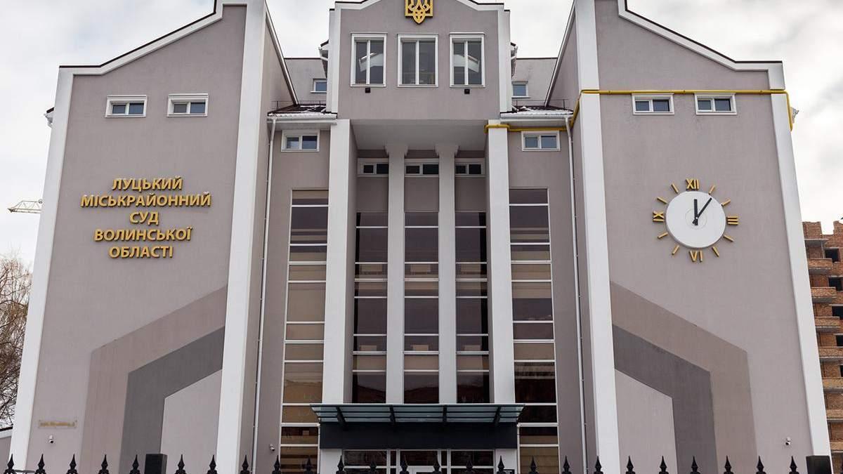 Был обвиняемый в изнасиловании: в Луцке мужчина сбежал прямо из зала суда