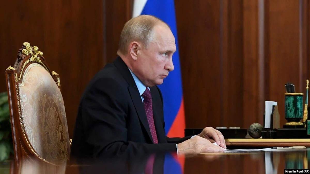 Путіна оточили хворі на коронавірус: глава Кремля пішов на самоізоляцію - 24 Канал
