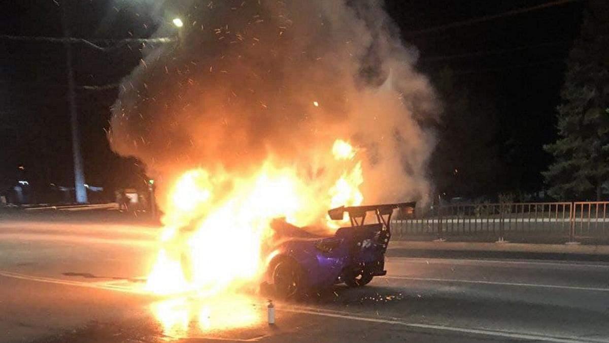 В Кривом Роге на ходу сгорел тюнингованный спорткар: назвали его стоимость