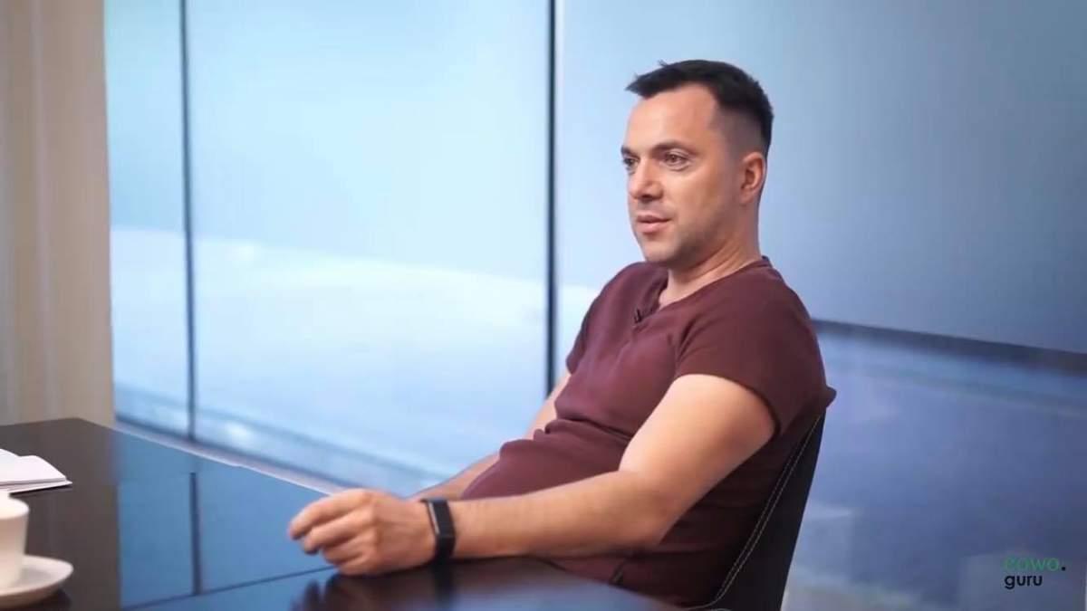 Начал политический сезон, – Арестович ответил на призыв Авакова уволить его