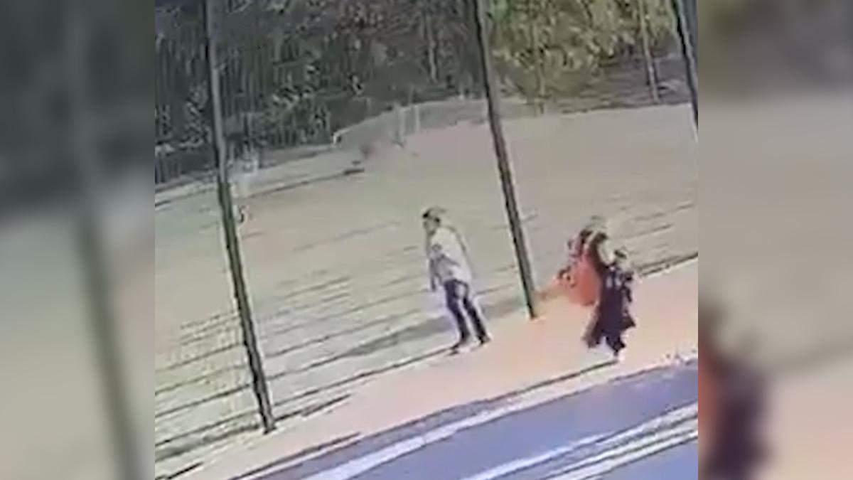 Оприлюднили відео падіння футбольних воріт на хлопчика в Харкові - 24 Канал