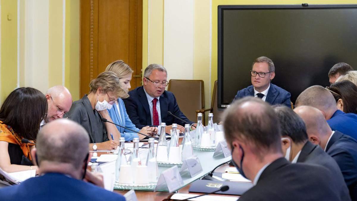 Совет судей в присутствии послов G7 пообещал избрать членов  Этического совета