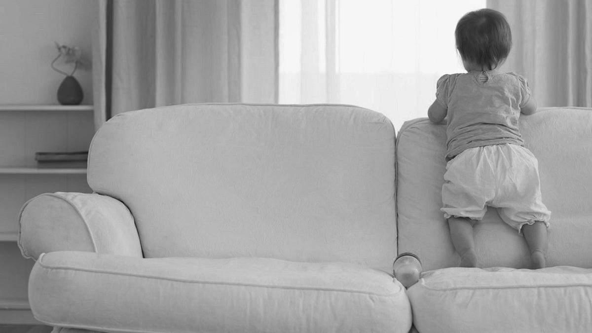 У Дніпрі 2-річний малюк помер після падіння з дивана - 24 Канал