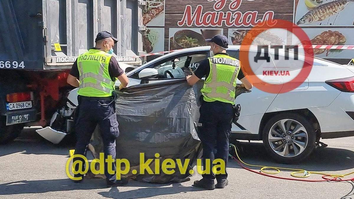 В Киеве будут судить водителя, который пьяным зажал женщину между машиной и грузовиком