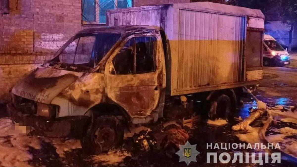 У Києві чоловік підпалив вантажівку, бо йому не сподобалося, як вона припаркована - Київ
