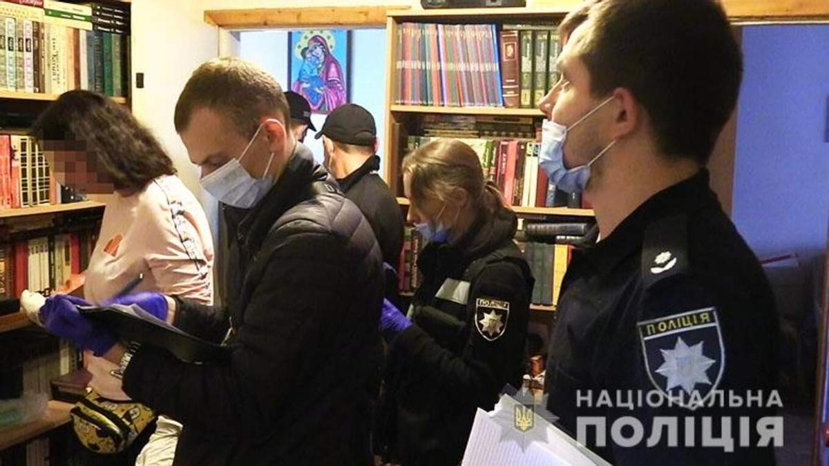 Пробил голову гантелей: в Киеве мужчину подозревают в убийстве своей матери