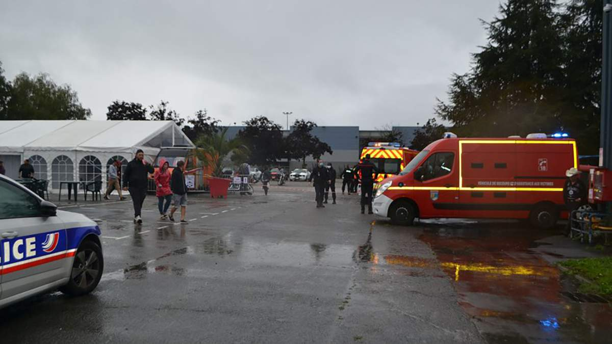 """""""Кров була всюди"""": у Франції сталася масова бійка між байкерами, є загиблий і поранені - Україна новини - 24 Канал"""