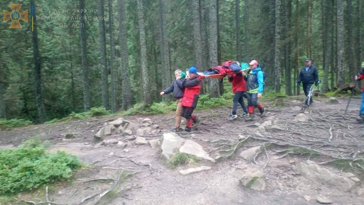 Невдалий спуск з Говерли: у Карпатах рятували туристку - Україна новини - 24 Канал