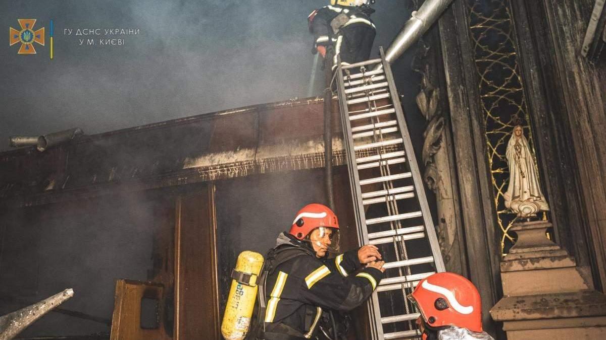 В полиции Киева рассказали подробности пожара в костеле святого Николая