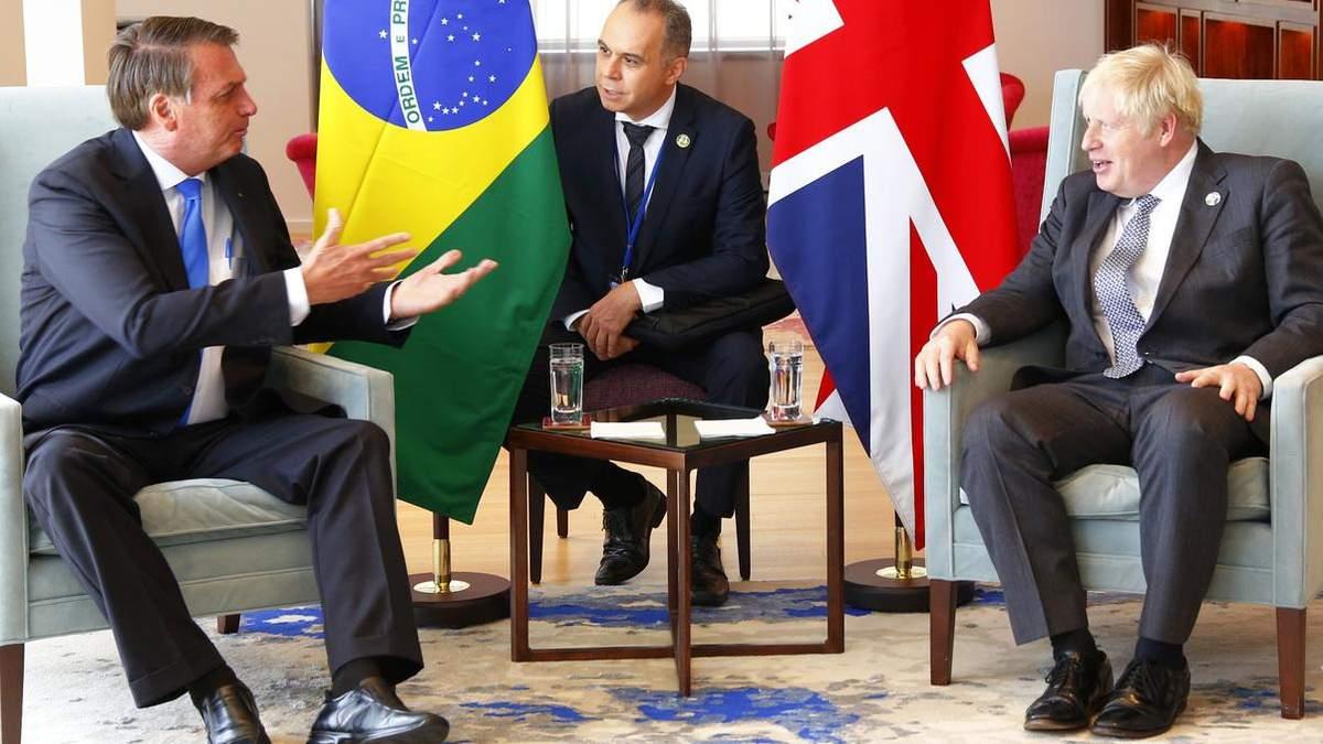 Джонсон переконував антивакцинатора президента Бразилії зробити щеплення - 24 Канал