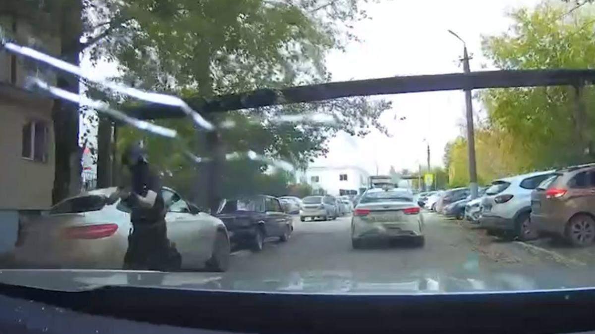 Пермский нападавший начал стрелять еще до университета: новое видео