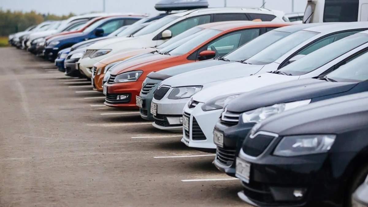 Водители возмущены: в нескольких районах Киева парковка будет платной