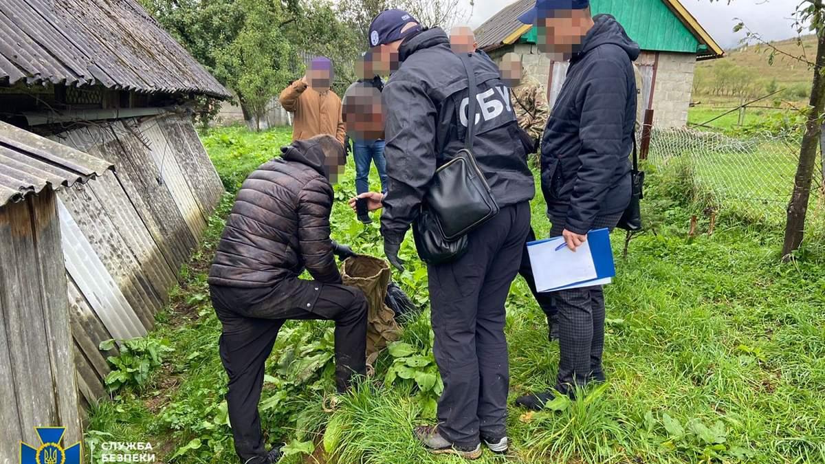 Арсенал поражает: СБУ нашла хранилище с оружием у общественного активиста из Львовщины