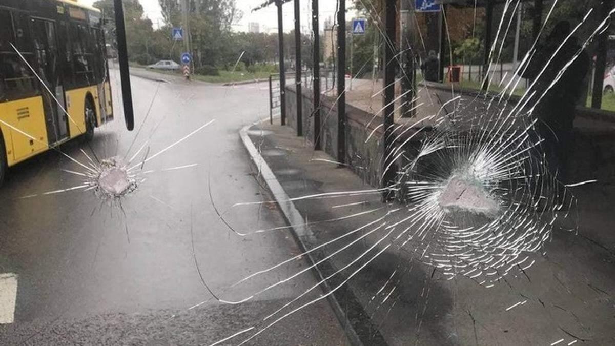 Новые автобусы не вышли на маршруты после дерзкого нападения титушек