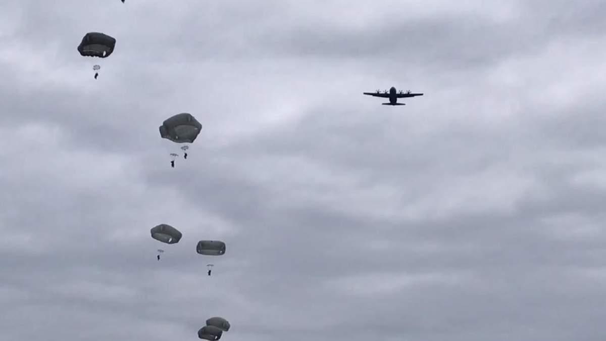 Украинские и американские военные впервые осуществили совместное десантирование: мощное видео