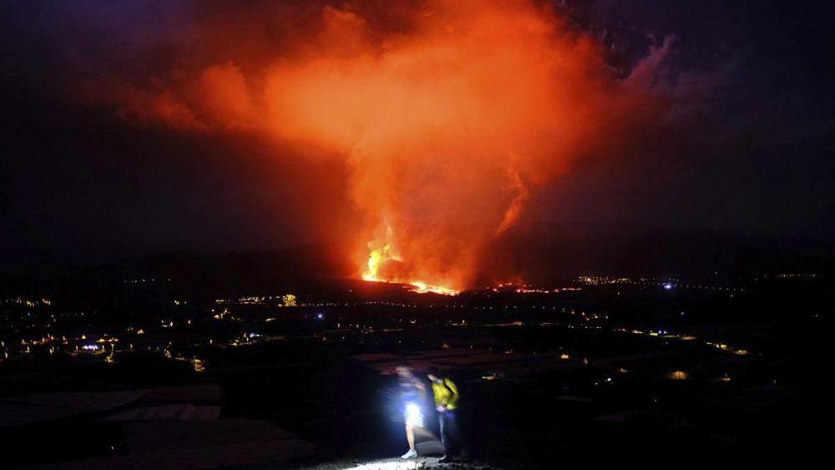 Виверження вулкану на Канарах: влада закрила аеропорт, рейси скасовані - Україна новини - 24 Канал