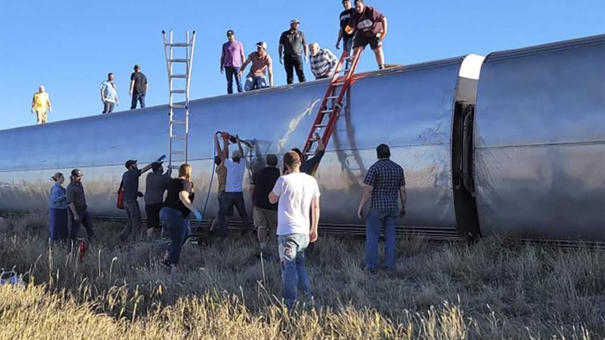 Є жертви та близько 50 постраждалих: у США з рейок зійшов пасажирський потяг - 24 Канал