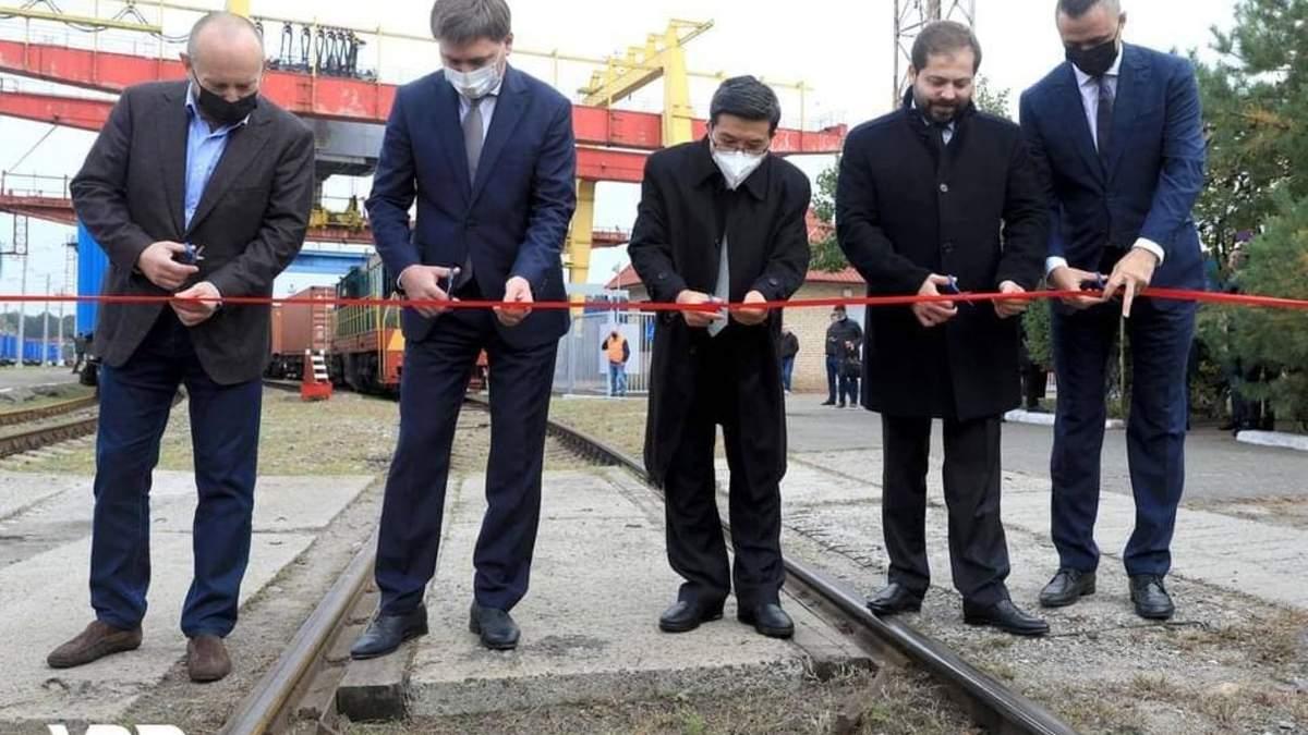 Укрзалізниця запустила перший в історії України поїзд з експортним вантажем до Китаю - Україна новини - 24 Канал