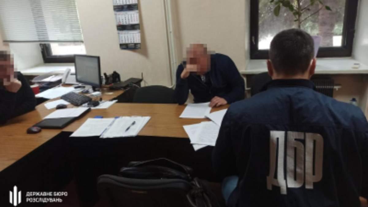 Служебная халатность на 42 миллиона: инспектору Запорожской таможни сообщили о подозрении