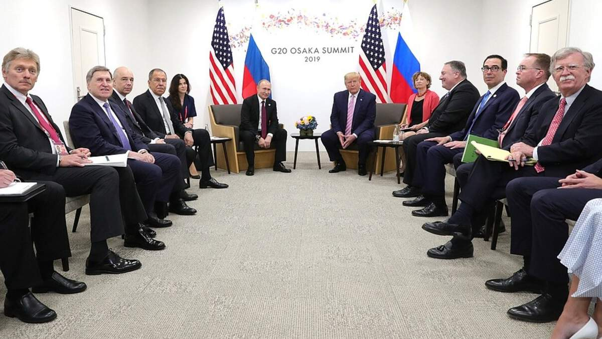 """Секреты о Путине и Трампе от экс-секретаря: """"резкость"""" на камеру и маневры с переводчицей"""