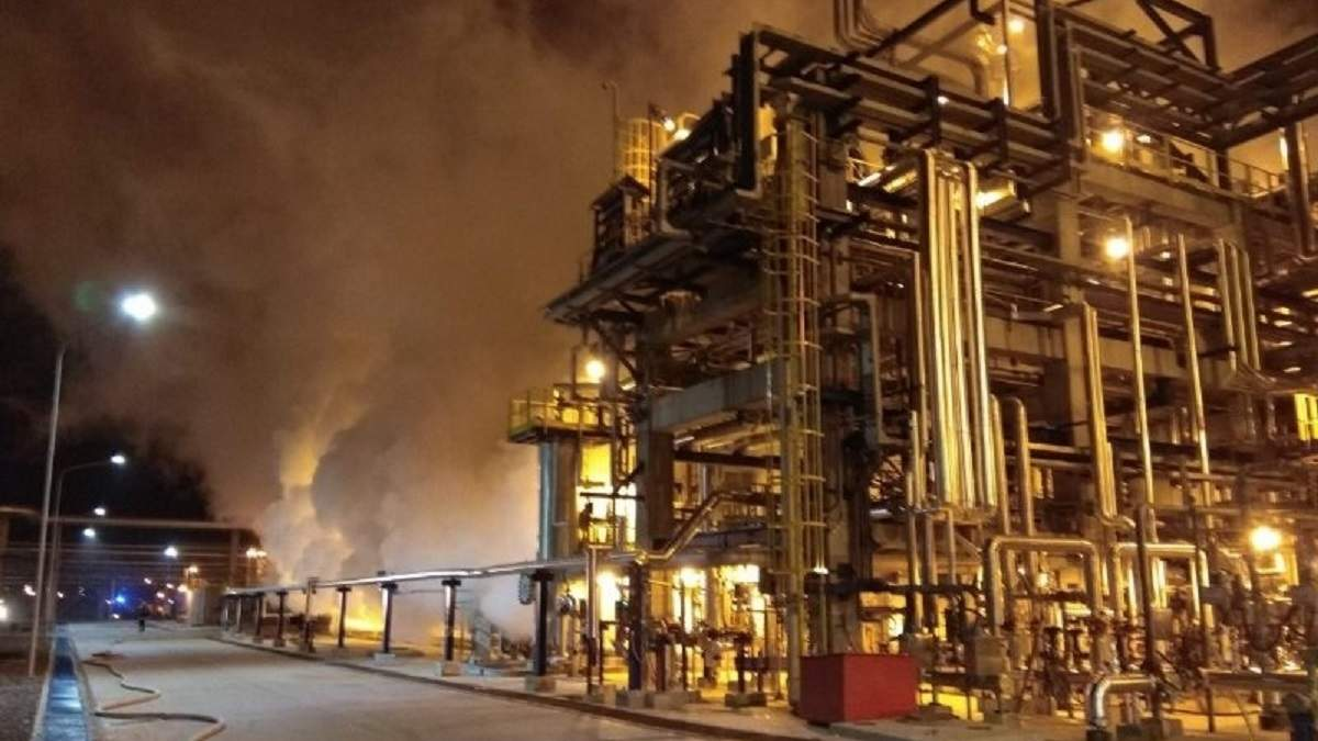 У Білорусі сталася пожежа на нафтопереробному заводі: відео загорання - нафта новини - 24 Канал