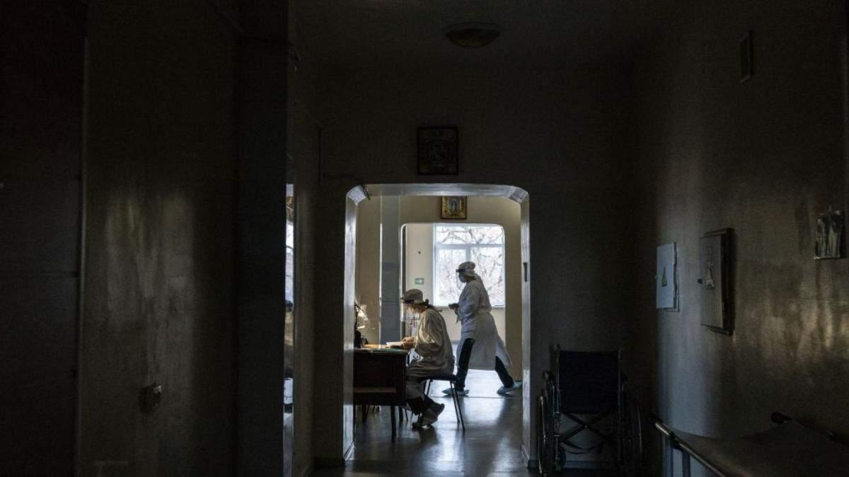 """""""Таксі до моргу чекає"""": показали жахи львівської COVID-лікарні - Львів"""