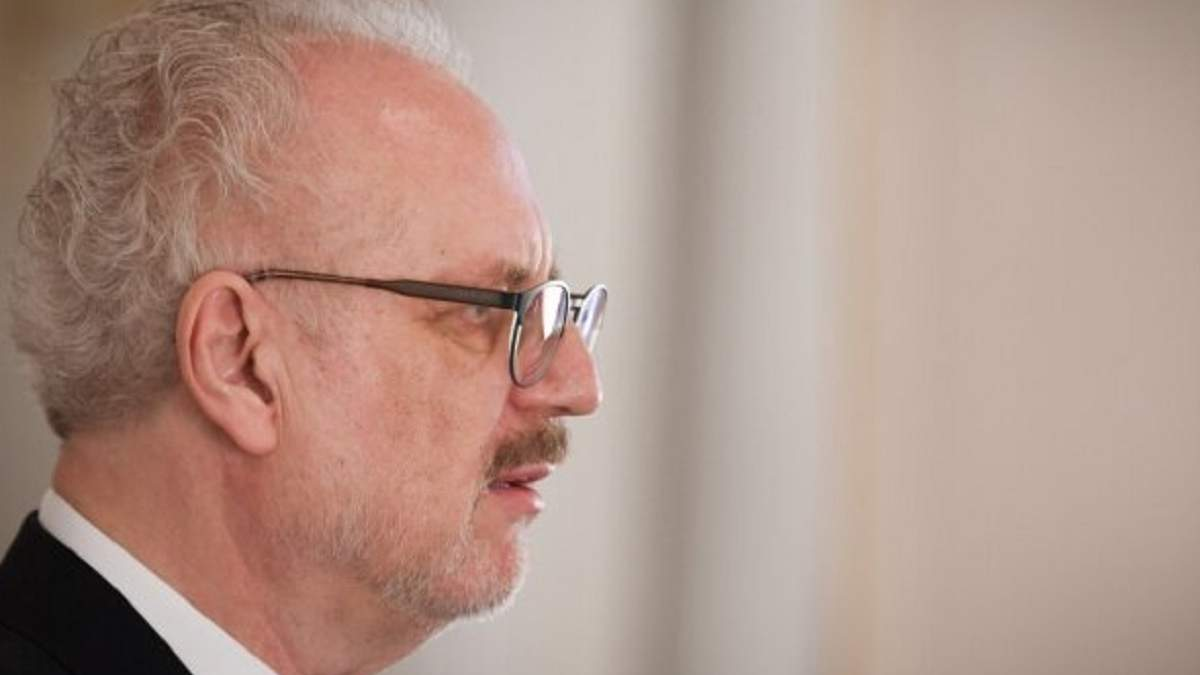 У вакцинованого президента Латвії підтвердили COVID-19 - 24 Канал