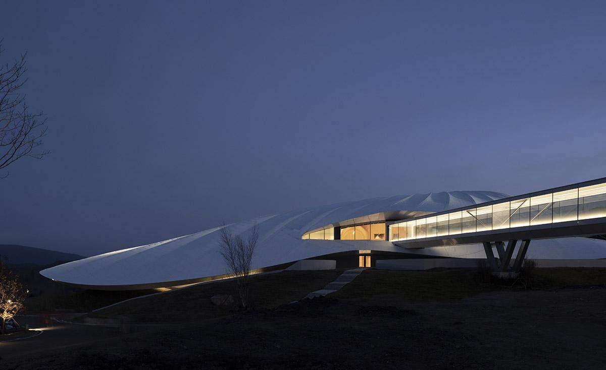 Незвична форма центру / Фото World Architecture