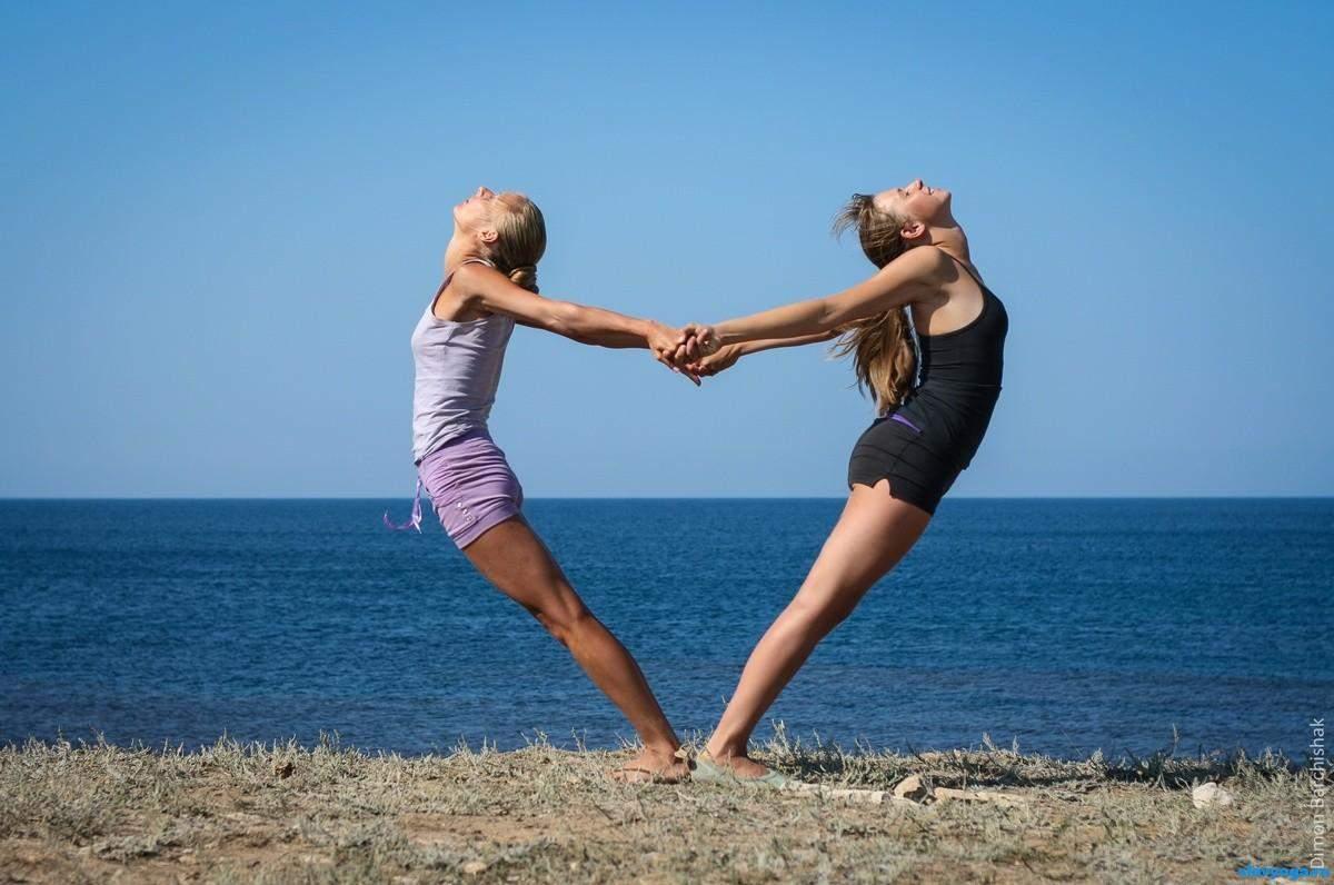 Акройога – йога, которая предусматривает практику вдвоем