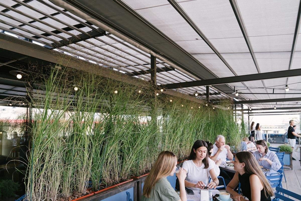 Ресторан має велику терасу в центрі Києва / Фото The Village